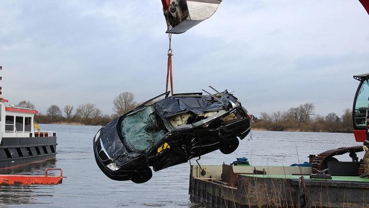 Αυτοκίνητο με Επιβαίνοντες Βυθίστηκε στον Έλβα λόγω... GPS
