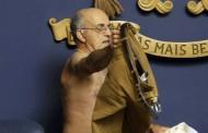 Βουλευτής ξεγυμνώθηκε γιατί του έκοψαν το.. μισθό!