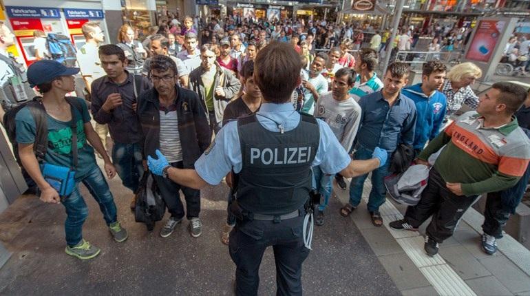 Η Γερμανία απειλεί με 100.000 Απελάσεις