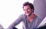 Eurovision: Ο εκπρόσωπος της Γαλλίας τραγουδά Βερτη