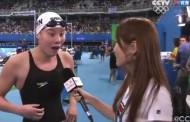 Κινέζα κολυμβήτρια δεν είχε καταλάβει πως κέρδισε μετάλλιο και παθαίνει σοκ όταν της το λέει η δημοσιογράφος