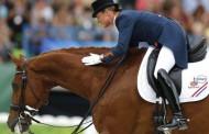 Ρίο: Αθλήτρια της ιππασίας εγκατέλειψε τον αγώνα για να σώσει το άλογό της
