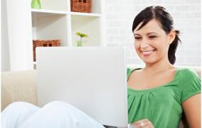 Οι γυναίκες «ψάχνονται» περισσότερο από τους άντρες στο Facebook