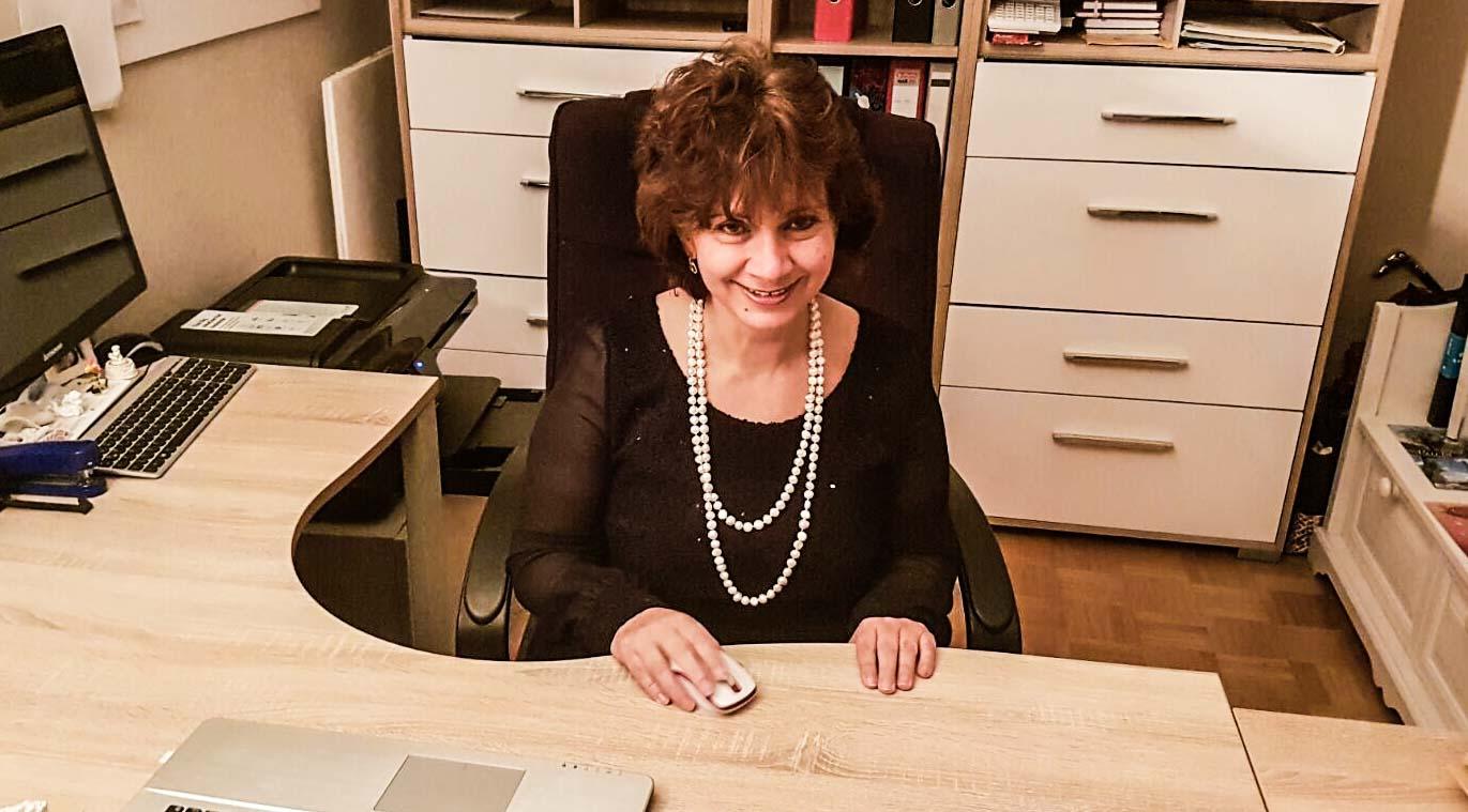 Μόναχο: Μια μεσίτρια που δίνει δωρεάν και χρηματοοικονομικές συμβουλές