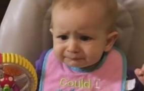 Οι επικές αντιδράσεις ενός μωρού που τρώει γιαούρτι και μπρόκολο