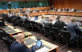 Πανηγυρίζει το Μαξίμου: «Μειώνεται το χρέος κατά 45 δισ. ευρώ»