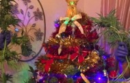 Φωτογραφία: Στόλισαν το χασισόδεντρο σαν χριστουγεννιάτικο δέντρο αλλά δεν γλίτωσαν τη σύλληψη