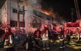 Μεγαλώνει η τραγωδία στην Καλιφόρνια: Στους 36 οι νεκροί από την πυρκαγιά στο Όκλαντ