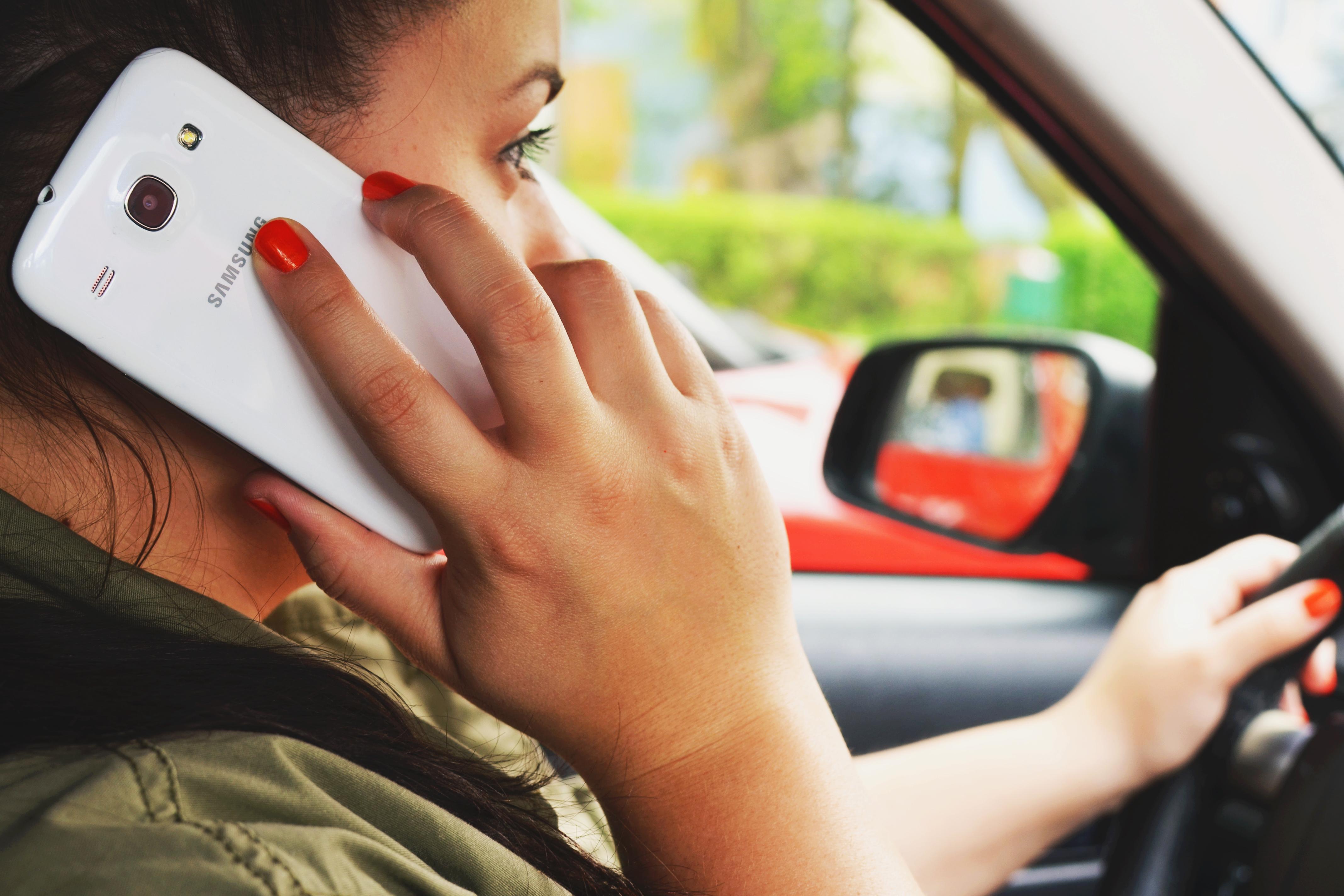 Γερμανία: Τα κινητά είναι ο Συχνότερος Κίνδυνος Δυστυχήματος