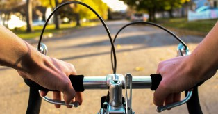 Köln: Νέος κανονισμός στην περιοχή Hansaring – Τώρα οι ποδηλάτες μπορούν να οδηγούν και στο δρόμο