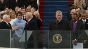To... μυστήριο με το κομμένο χαμόγελο της Μελάνια Τραμπ (vids)