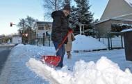 Γερμανία: Υποχρέωση καθαρισμού χιονιού – Πώς μπορεί να μεταφερθεί στους ενοικιαστές