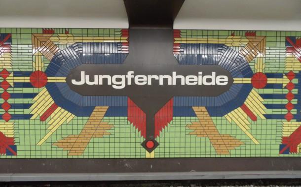 Αναρωτηθήκατε ποτέ γιατί όλοι οι σταθμοί του Βερολίνου είναι Διαφορετικοί;