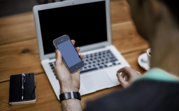 Γερμανία: Χρήση κινητών τηλεφώνων στην εργασία – Τι πρέπει να προσέξετε;