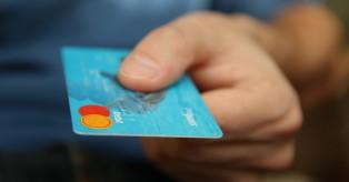Γερμανία: Χρεώσεις-σοκ για τους κατόχους τραπεζικών λογαριασμών