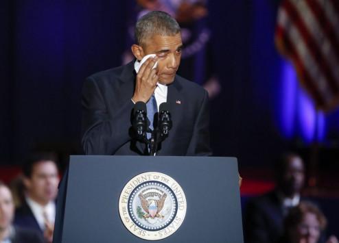 Mε δάκρυα στα μάτια αποχαιρέτησε τον αμερικανικό λαό ο Ομπάμα (video)