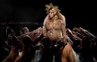 Η Beyonce στη σκηνή σαν Θεότητα στην πρώτη της εμφάνιση μετά την ανακοίνωση της εγκυμοσύνης
