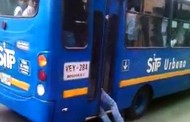 Οδηγός λεωφορείου εγκλώβισε στις πόρτες τον κλέφτη και τον παρέδωσε στην αστυνομία