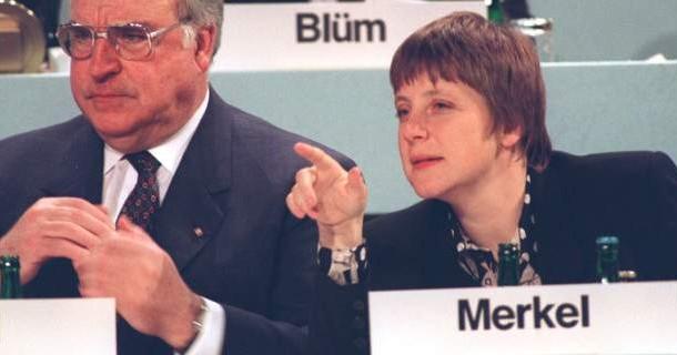 Γερμανία: O γιος του Χέλμουτ Κολ κατηγορεί τη Μέρκελ για τον θάνατο της μητέρας του