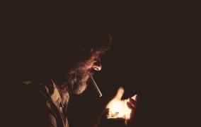 Ζήτησα από Έλληνες Καπνιστές να Σβήσουν το Τσιγάρο τους σε Κλειστούς Χώρους - Δείτε τι έγινε