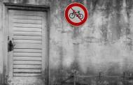 10 περίεργοι νόμοι για τους ταξιδιώτες στον κόσμο - Tι απαγορεύεται στην Ελλάδα