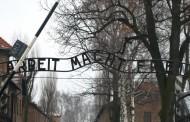 Πολωνία: Γυμνοί νεαροί θυσίασαν πρόβατο στο «κολαστήριο» του Άουσβιτς