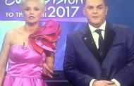 Eurovision 2017: «Κλαίει» όλο το twitter με τα ρούχα της παρουσιάστριας