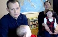 «Έπρεπε να έχουμε κλειδώσει»: Η συνέντευξη της οικογένειας που έγινε «viral» στο YouTube!