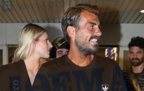 Survivor: Ο Στέλιος Χανταμπάκης έφτασε Ελλάδα - Τον υποδέχθηκαν με... σπαθιά! (Vid)