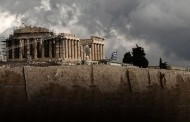 Forbes: Ας άφηναν την Ελλάδα να χρεοκοπήσει