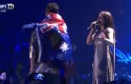Eurovision – Τελικός: Κατέβασε το παντελόνι του και έδειξε τα οπίσθια του πάνω στη σκηνή!