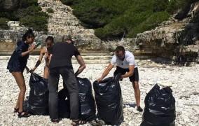 Ο Γουίλ Σμιθ και η οικογένειά του μάζεψαν τα σκουπίδια από παραλίες των Αντιπαξών