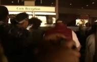 Φωτιά στο Λονδίνο: Έφοδος διαδηλωτών στο Δημαρχείο του Κένσινγκτον - Ζητούν δικαιοσύνη για τα θύματα