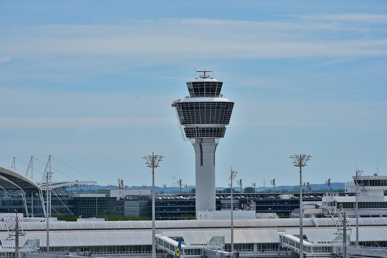 Συναγερμός στο αεροδρόμιο της Στουτγάρδης: Εκκενώθηκε αεροσκάφος λόγω απειλής για βόμβα