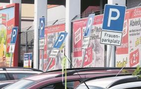 Γερμανία: Frauen-Parkplätze είναι θέσεις στάθμευσης για γυναίκες - Τι γίνεται εάν καλυφθούν από άνδρες;