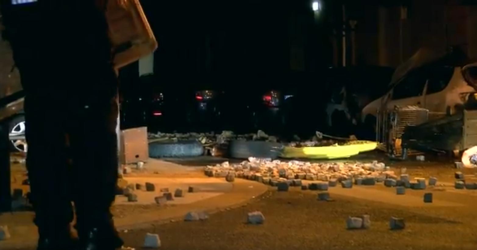 Βανδαλισμοί στο Βερολίνο: Μπουκάλια και κροτίδες στο κέντρο της πόλης