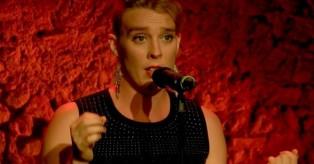 Σοκ στη Γαλλία: Τραγουδίστρια πέθανε πάνω στη σκηνή
