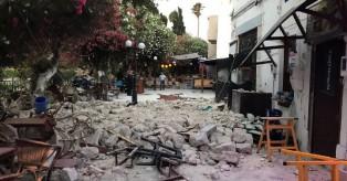 Σεισμός στην Κω: Εικόνες καταστροφής με το πρώτο φως της ημέρας