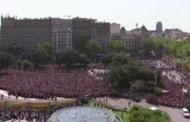 Βίντεο: Χιλιάδες άνθρωποι στη Βαρκελώνη φώναξαν «δεν φοβόμαστε» ενάντια στην τρομοκρατία
