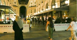 Τρόμος στην Ιταλία: Τσιμεντένια φράγματα σε δρόμους στο Μιλάνο, τη Ρώμη και την Μπολόνια