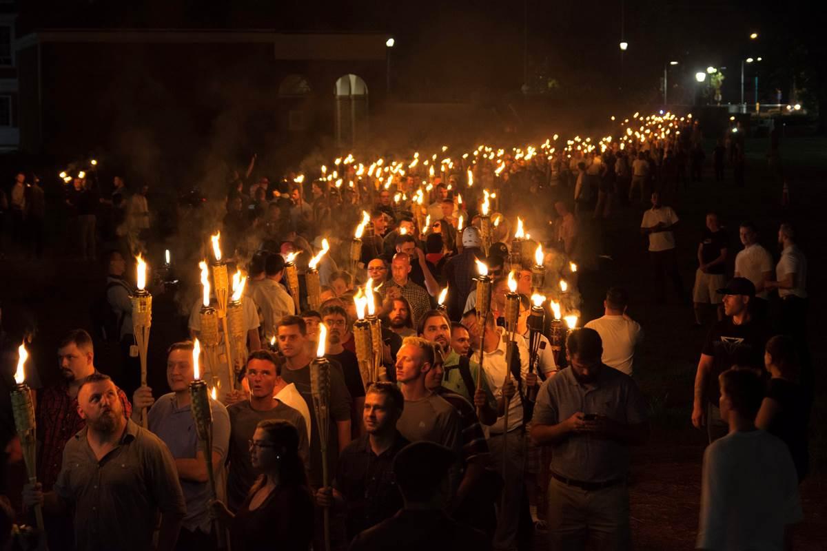 Βιρτζίνια: Άγριες συγκρούσεις μεταξύ ακροδεξιών και αντιρατσιστών