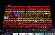 Τα μνημεία του Πλανήτη «τιμούν» τους νεκρούς της Βαρκελώνης (εικόνες)