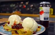 Ώρα για Πρωινό: Κρέπες με μαρμελάδα φράουλα και παγωτό
