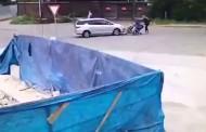 Βίντεο-σοκ: Ρώσος πέφτει με το αυτοκίνητό του πάνω σε δύο μωρά!