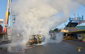 Γερμανία: Πανικός στο Oktoberfest! Όχημα καθαρισμού φλέγεται στη μέση του Wiesn