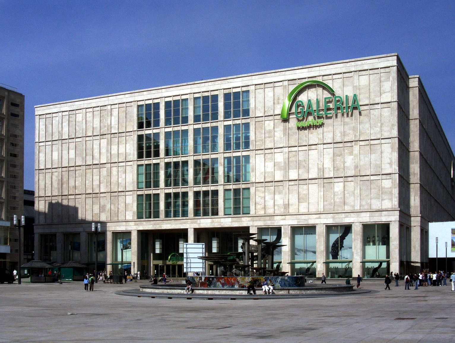 Γερμανία: Μείωση μισθών σχεδιάζει το κατάστημα Κaufhof!
