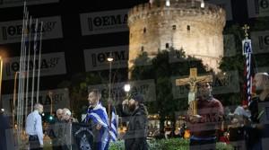 «Η Ώρα του Διαβόλου»: Συνθήματα, μαύρες σημαίες και σταυροί ξανά κατά της «βλάσφημης» παράστασης