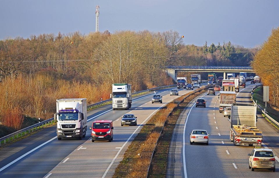 Γερμανία: Μετακινείστε με αυτοκίνητο στην εργασία σας; Δείτε τι ισχύει για την έκπτωση φόρου που δικαιούστε