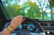 Γερμανία: Επιτρέπεται η οδήγηση με κάλυμμα τιμονιού; Δείτε τι ισχύει