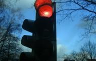 Οδήγηση στη Γερμανία: Μπορείτε να παραβιάσετε τον κόκκινο σηματοδότη εάν είναι χαλασμένος; Δείτε τι ισχύει αναλυτικά